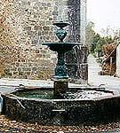 Fontaine devant l'église